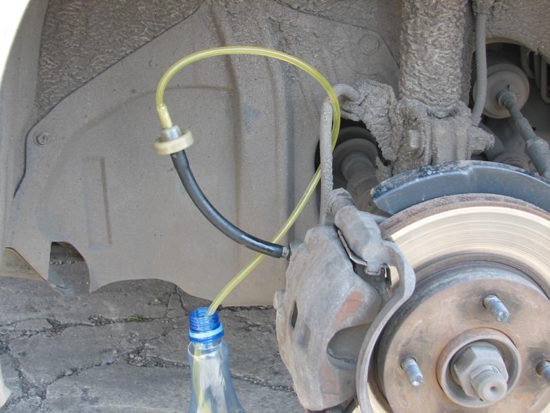 Как правильно прокачать тормоза с АБС на Toyota
