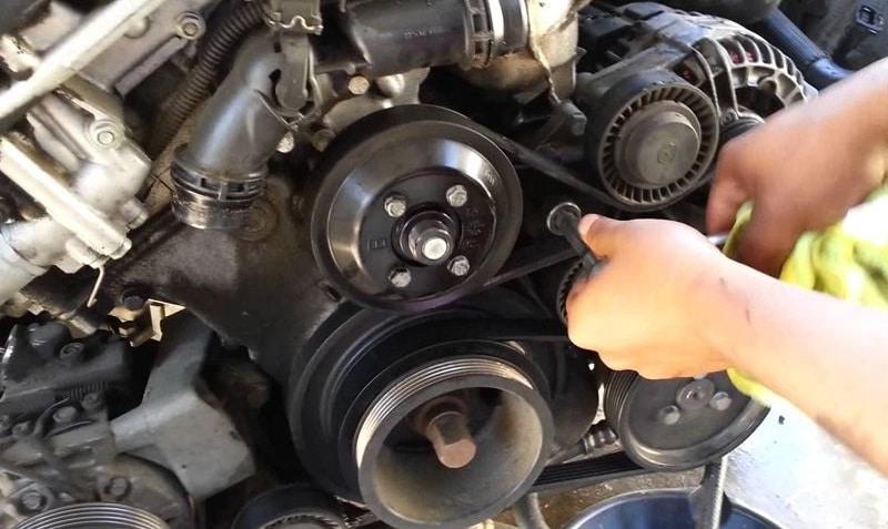 Почему свистит ремень генератора