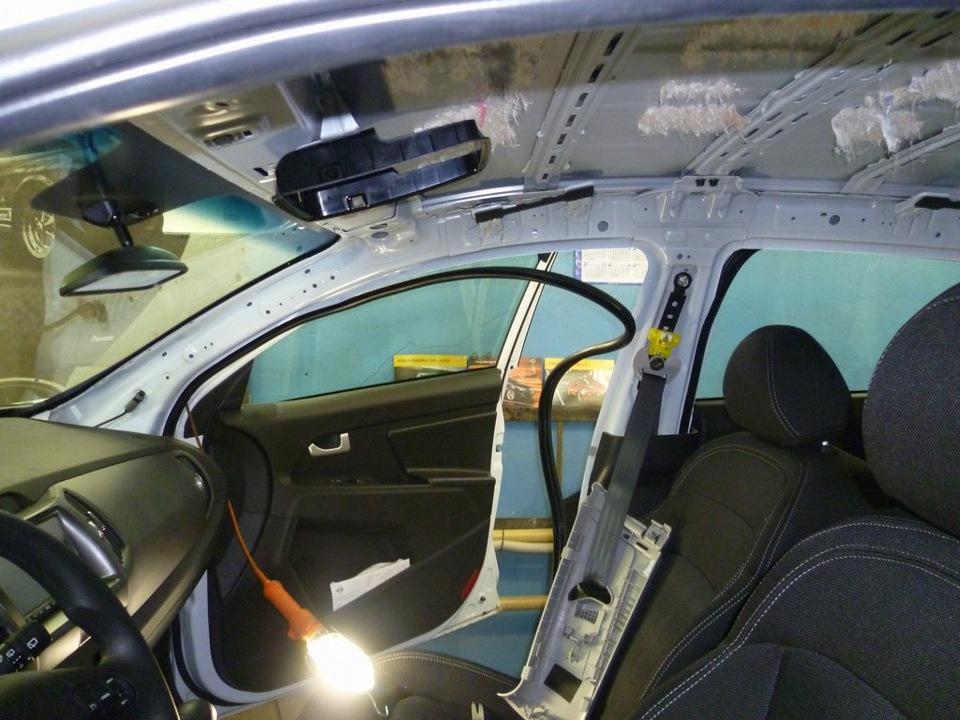Нанесение шумопоглащающего материала на крышу авто